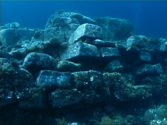 Quel che resta dell'antico porto a sud del Golfo di Salerno